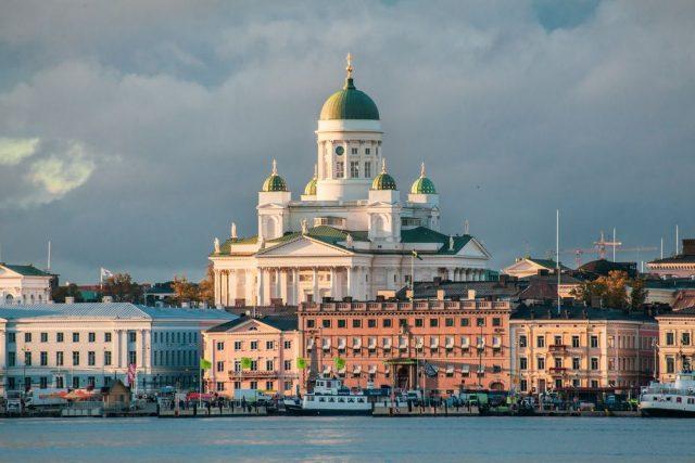Hovedstad med svensk og russisk fortid